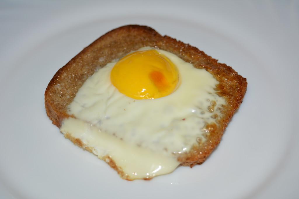 гренки из черного хлеба с яйцом
