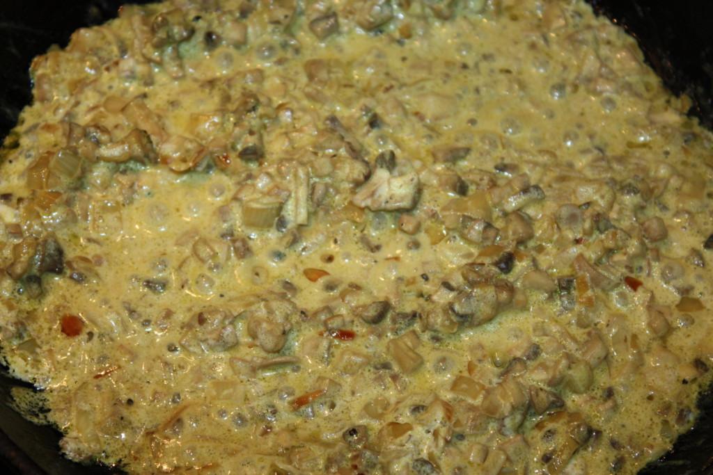 Мясные ватрушки с грибами и сыром