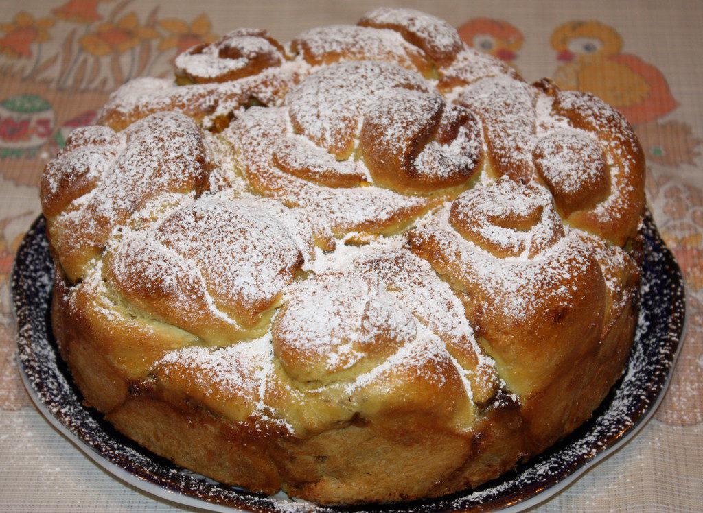 дрожжевой пирог с тыквой и орехами