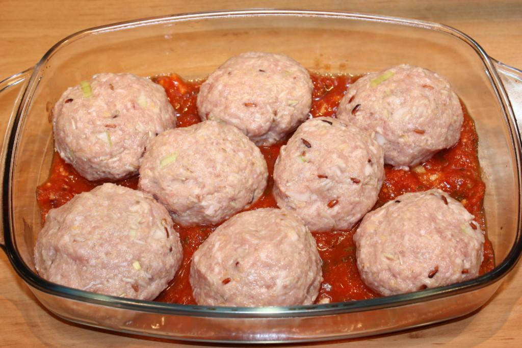 Тефтели из риса с фаршем в томатном соусе