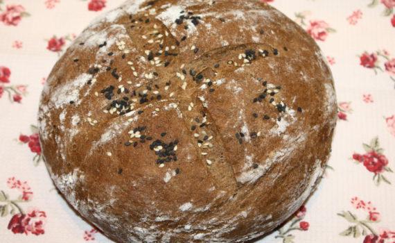 Домашний ржаной хлеб с кориандром и семечками кунжутна