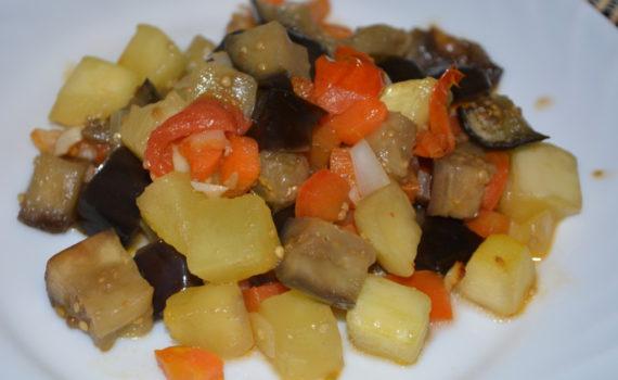 Овощное соте с баклажанами и кабачками в духовке