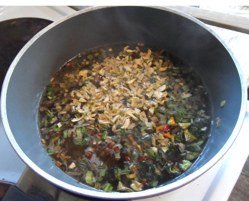 Зеленый суп-пюре из брокколи, шпината, спаржевой фасоли и других овощей
