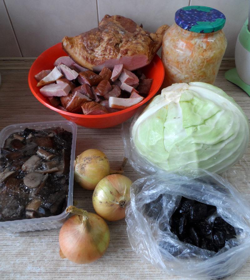 Традиционный бигус с капустой, мясом и грибами