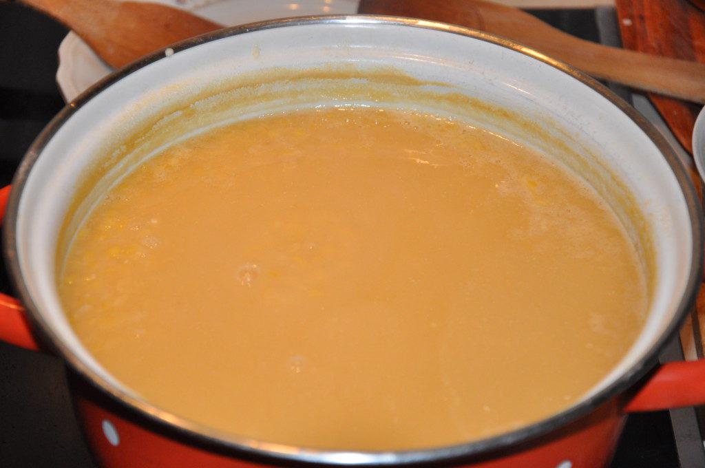 Вкусное гороховое пюре с луком и куриными шкварками