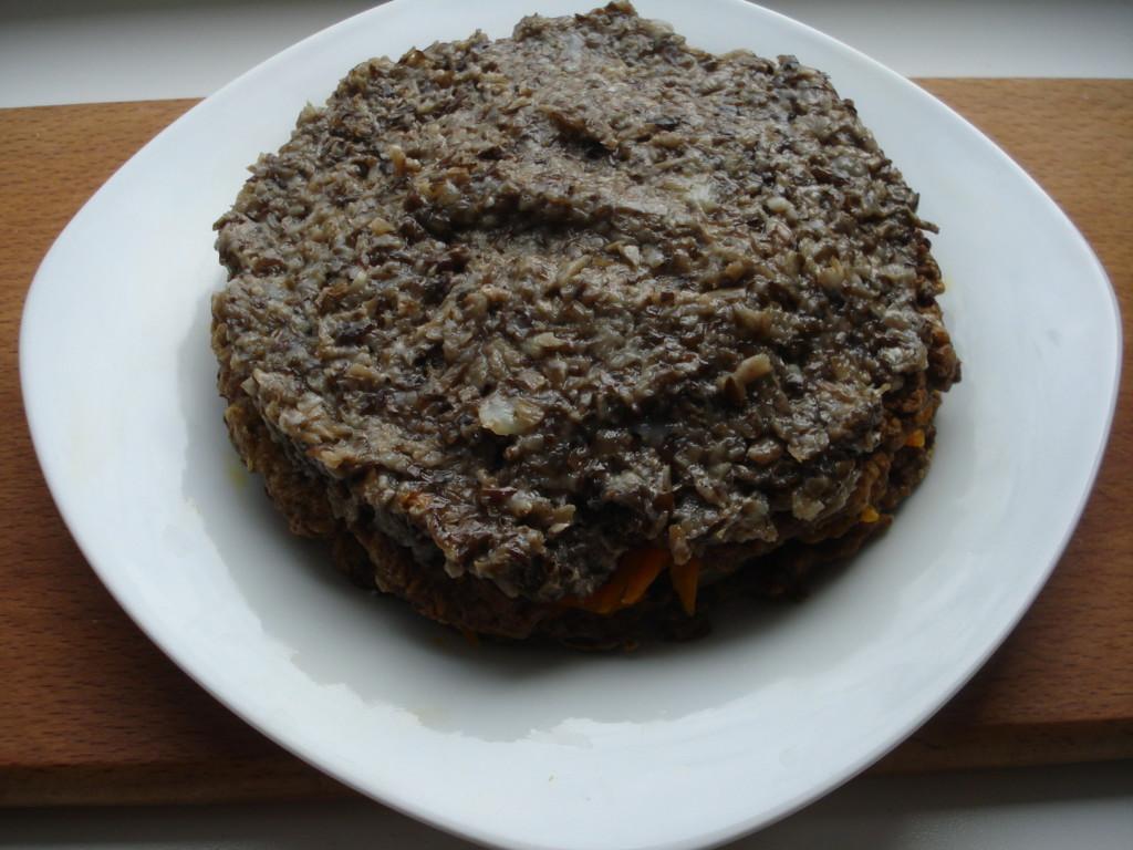 Печеночный торт с грибами и морковью