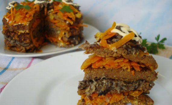 Печеночный торт с грибами и морковью из говяжьей печени