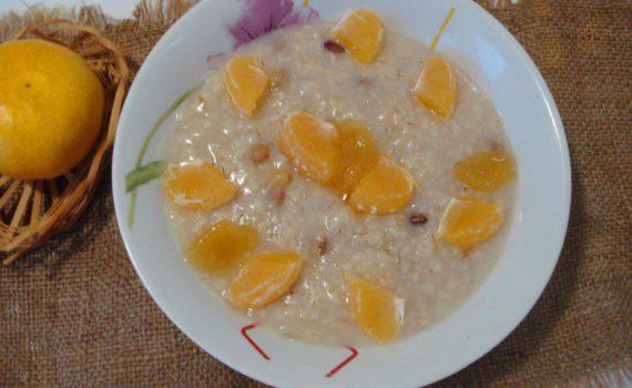 Овсянка на воде в мультиварке с изюмом, медом и мандарином