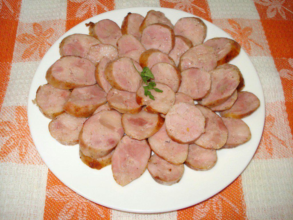 Свиная колбаса по-домашнему на сковороде