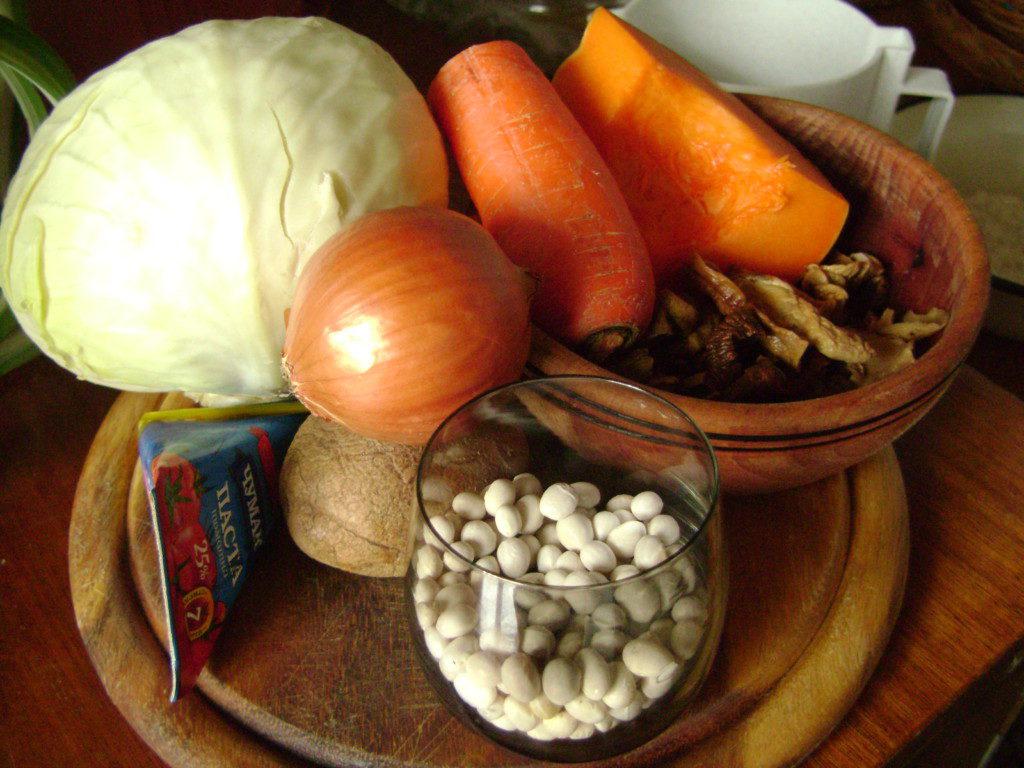 Постный борщ с грибами и фасолью