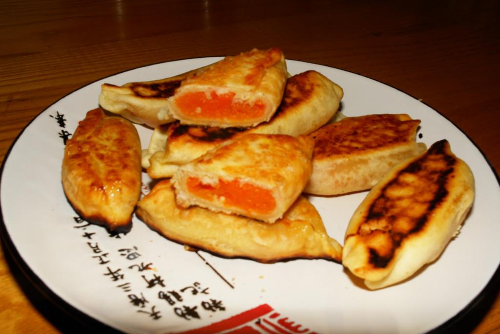 Сладкие жареные пирожки с тыквой из бездрожжевого теста