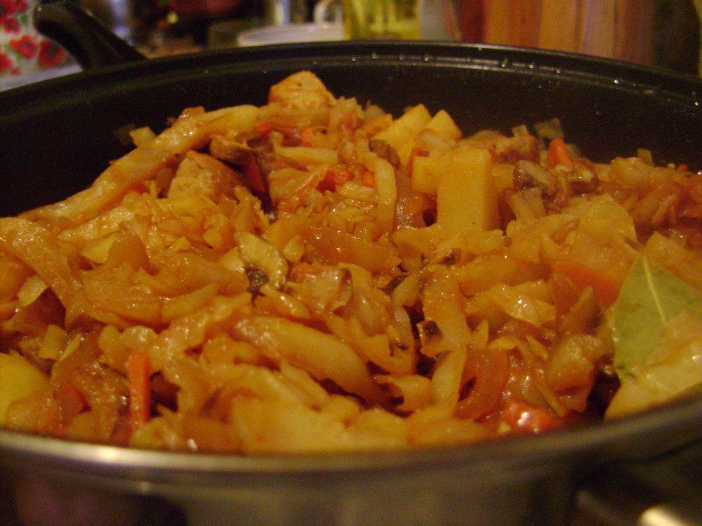 рецепт тушеная капуста с курицей и картошкой