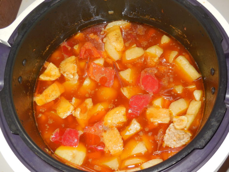 Картофель тушеный в мультиварке рецепты с фото пошагово