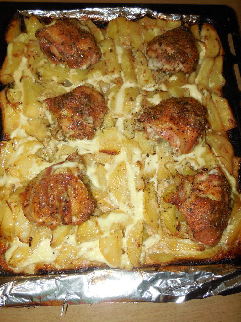 Куриные бедра с картошкой