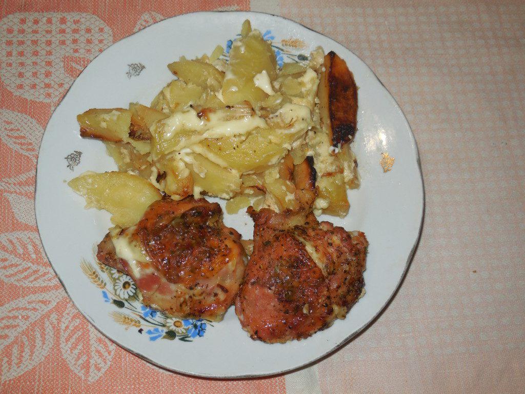ККуриные бедра с картошкой в духовке