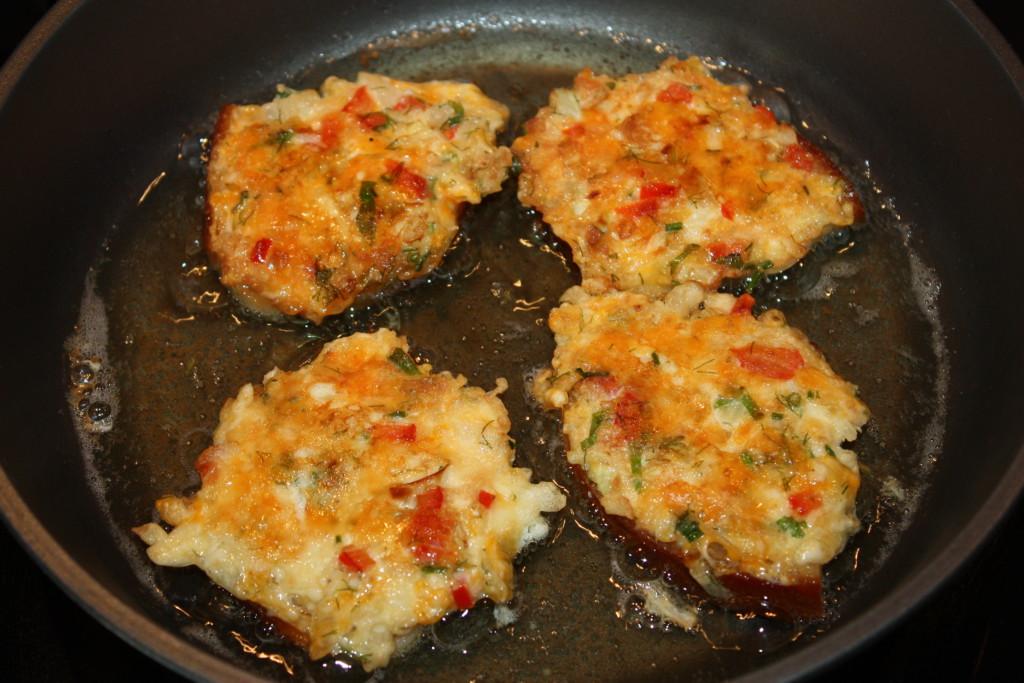 Вкусные горячие бутерброды на сковороде