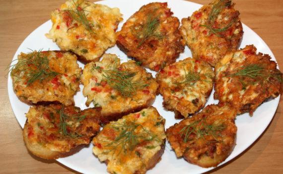 Горячие бутерброды на сковороде с сыром и яйцом