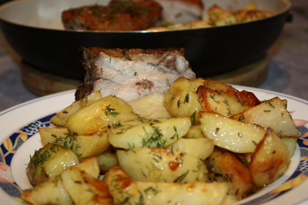 Картошка запеченная с грудинкой в духовке