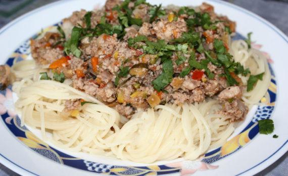 Спагетти с соусом болоньезе в домашних условиях