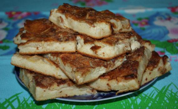 Яблочный пирог с корицей к чаю
