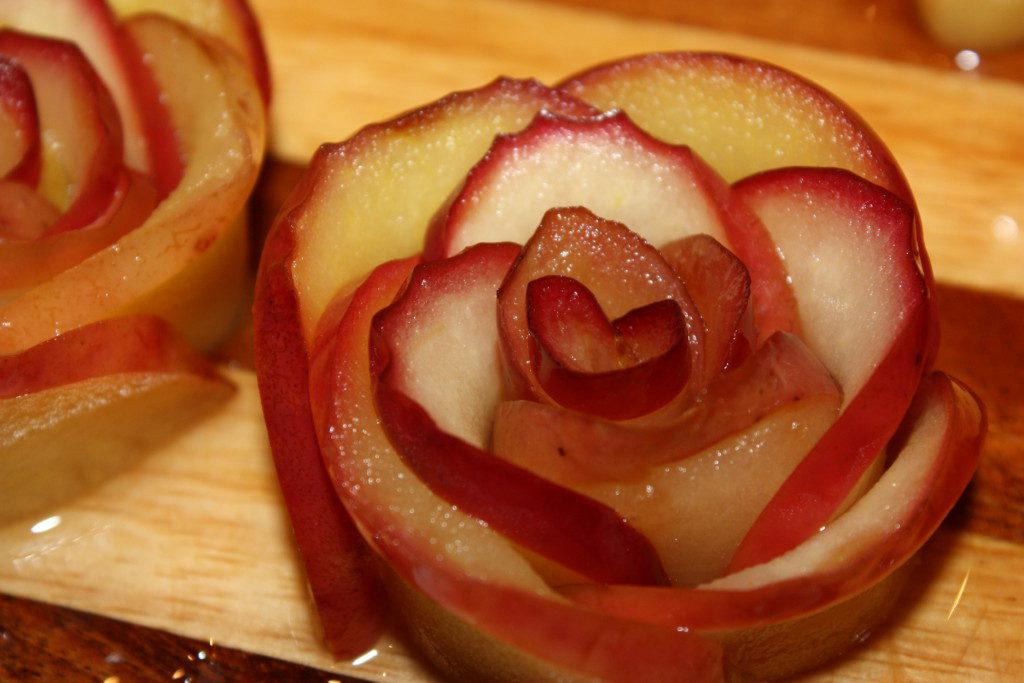 Как сделать розы их яблоками 15