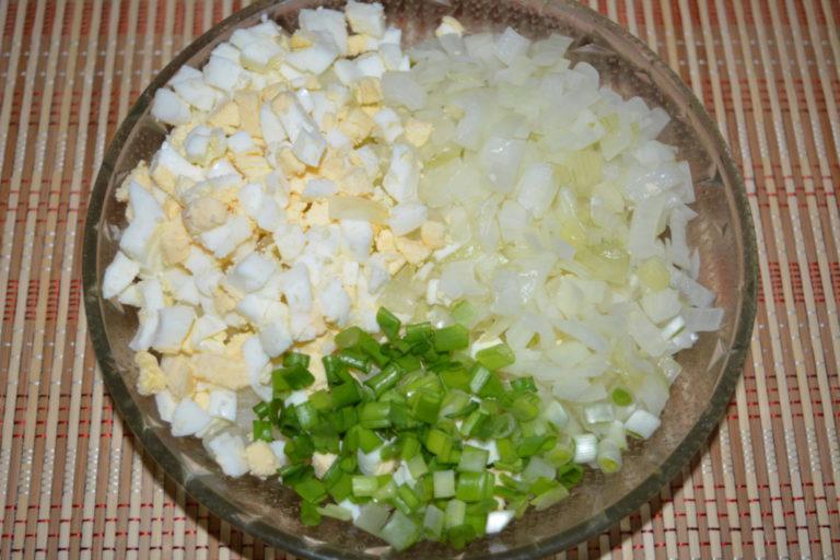 Как сделать салат с лука репчатого