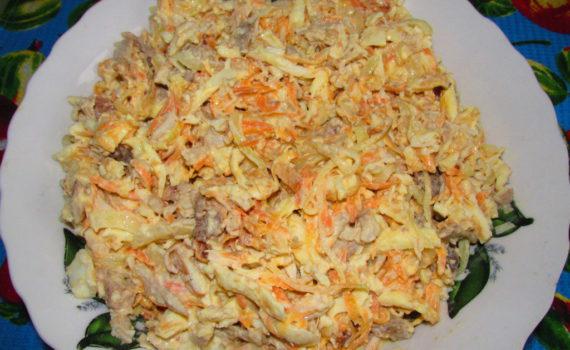 Салат с блинчиками из яиц и курицей