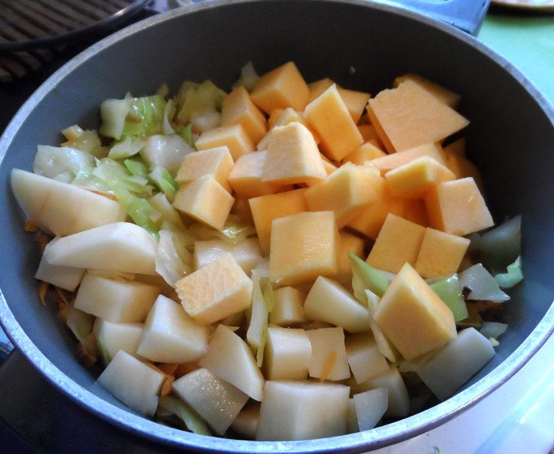 Тыквенный суп-пюре со сливками и мясом курицы