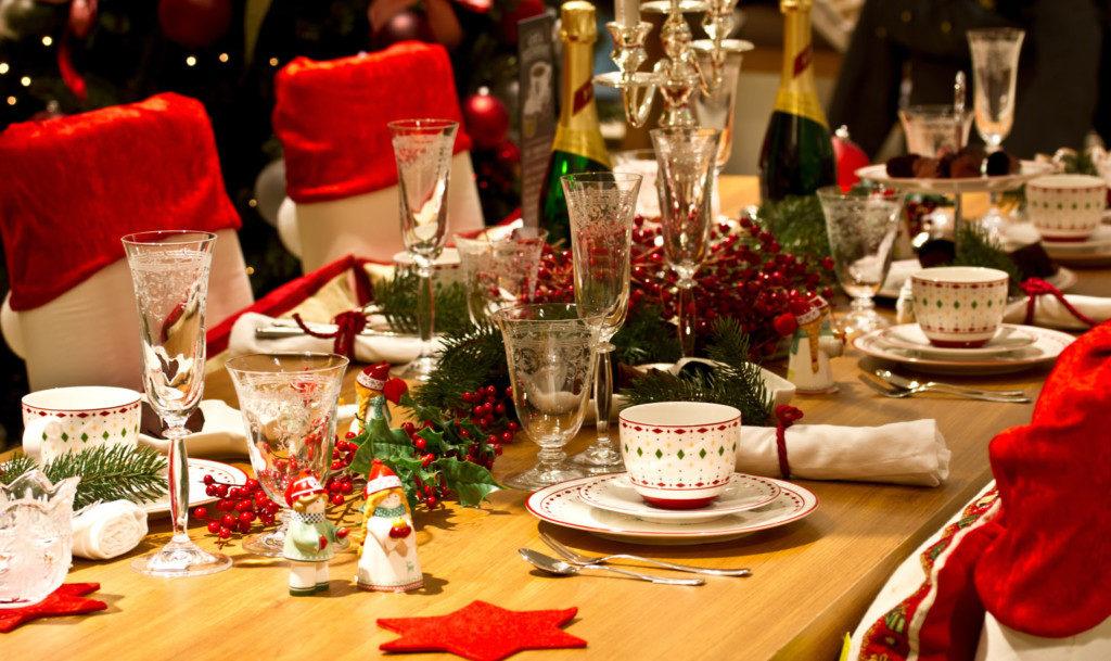 Оформление новогоднего стола в год Петуха