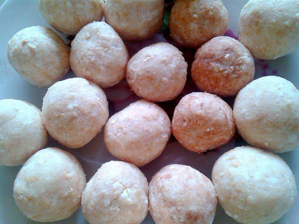Творожные шарики с печеньем - простой десерт из творога без выпечки