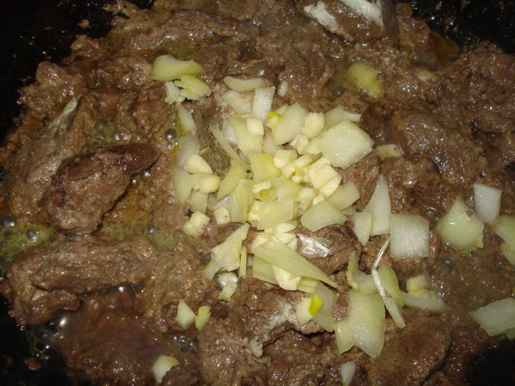 печень в сметане с луком в духовке рецепт