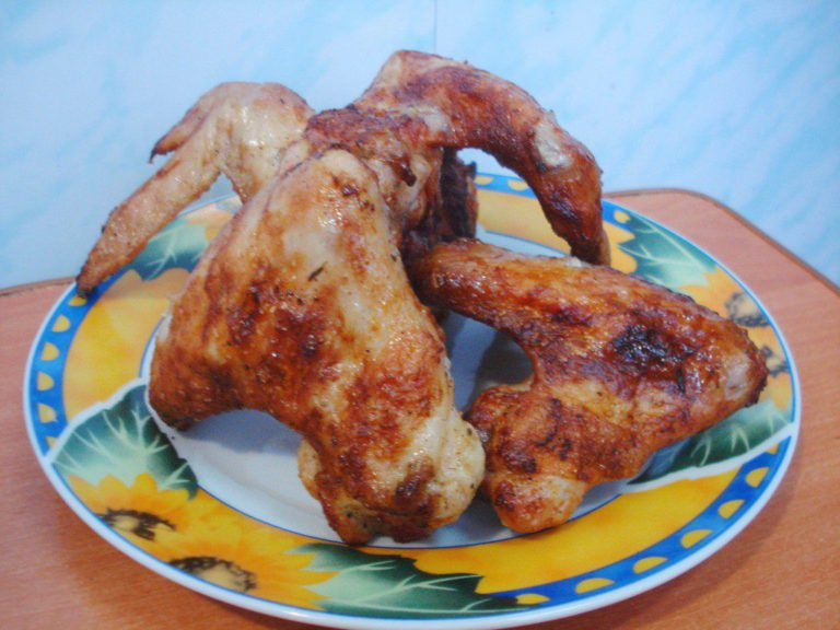 Замочить куриные крылышки для шашлыка