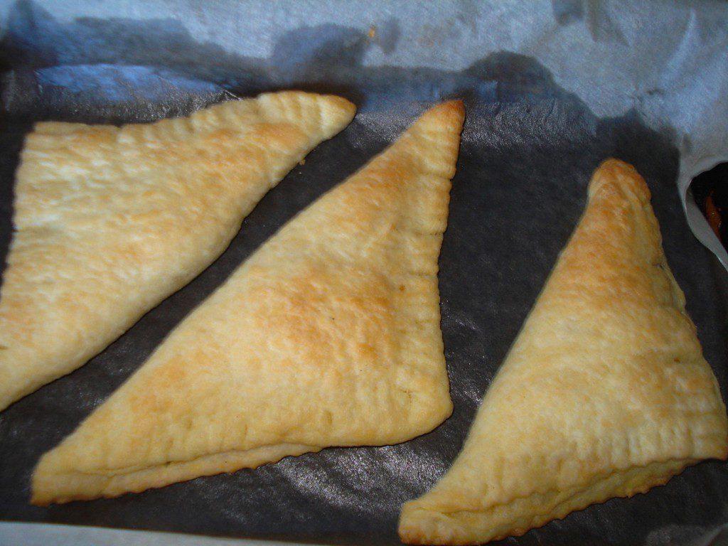 Чебуреки из готового слоеного теста с мясом и картошкой