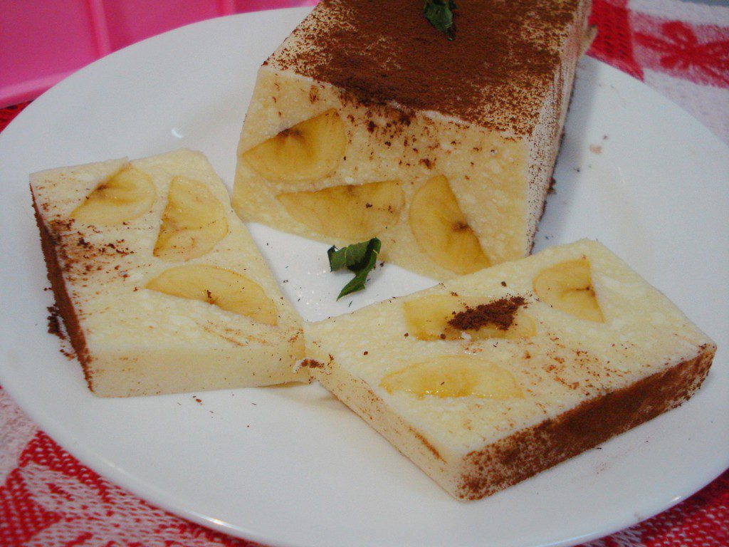 Творожный десерт с желатином и бананом без выпечки