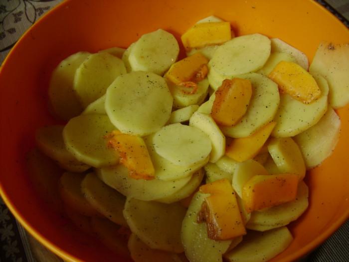 Вкусная запеченная картошка с тыквой кусочками в духовке со сливками