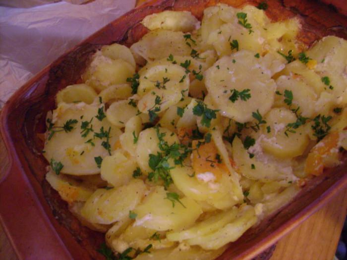 Запеченная в духовке картошка с тыквой и сливками