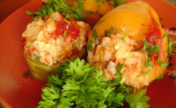 Фаршированный перец и кабачки с куриным филе и грибами