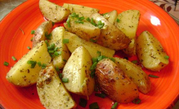 Картофель запеченный в духовке дольками с корочкой