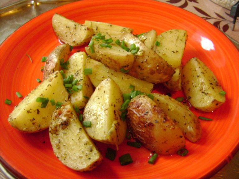 Вкусная картошка в духовке рецепт с фото