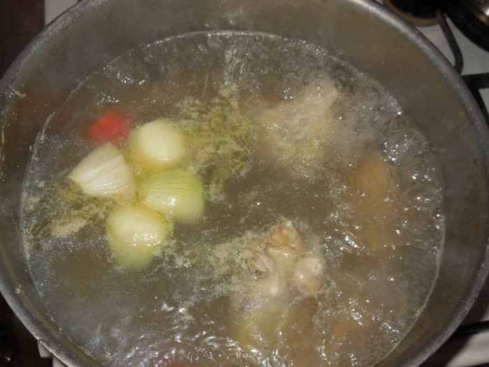 Диетический суп на бульоне из индейки с овощами