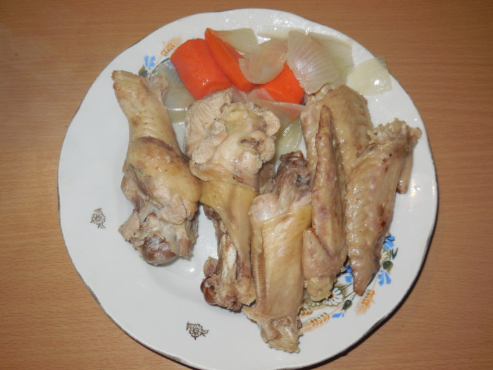 Томатный суп с крыльями индейки и крупой булгур