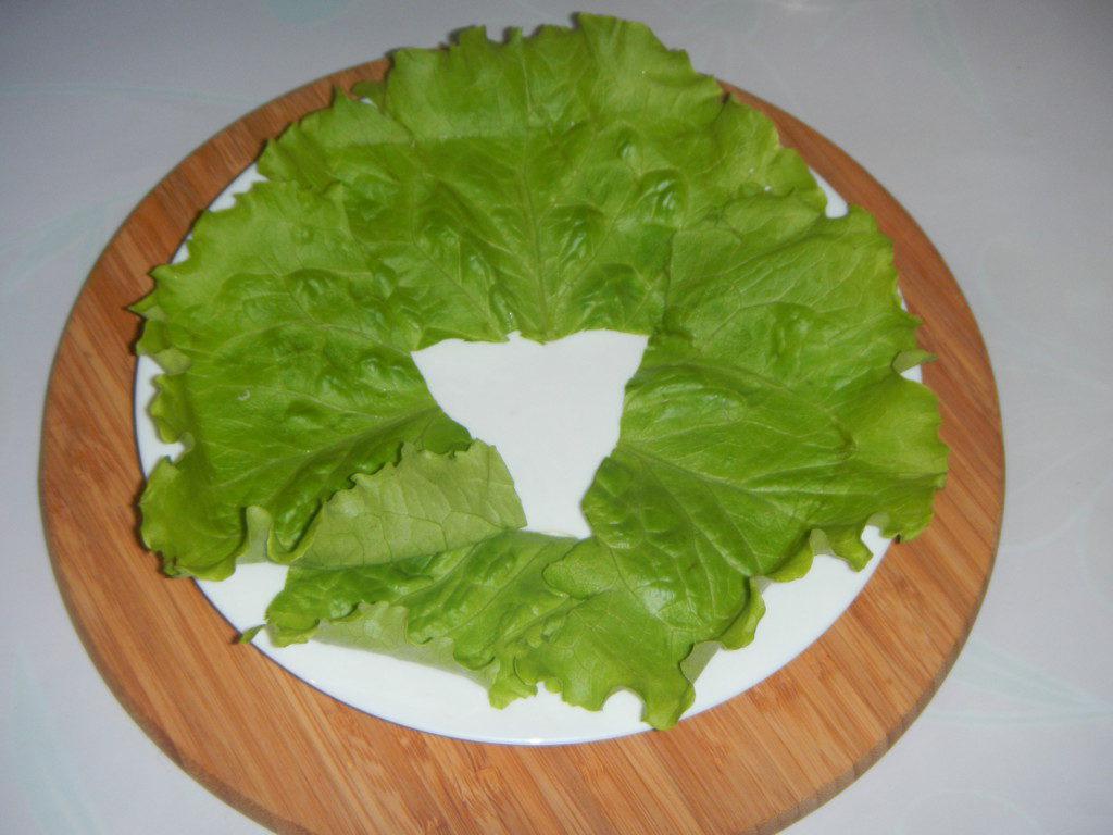 Быстрый салат с сухариками и кукурузой