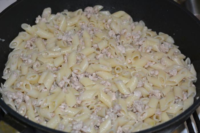 Салат кукуруза грибы фасоль с сухариками рецепт