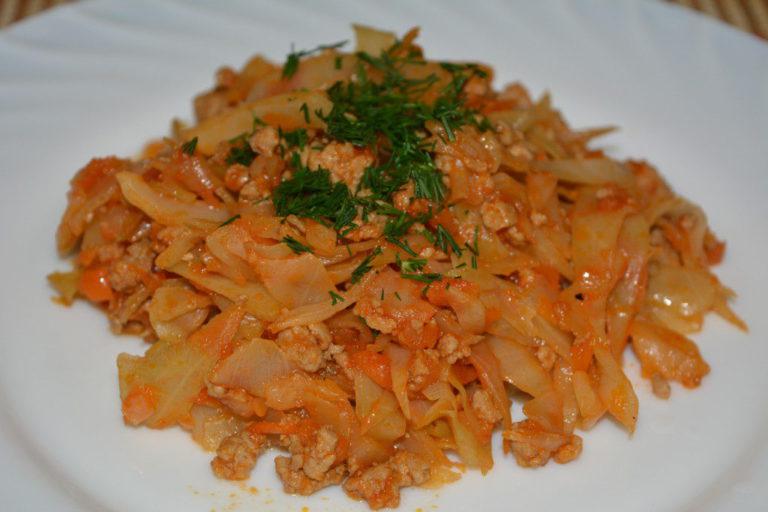тушеная капуста с фаршем рецепт в сковороде с томатной пастой