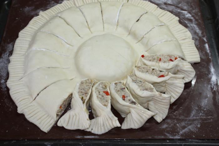 Слоеный пирог с курицей и творогом