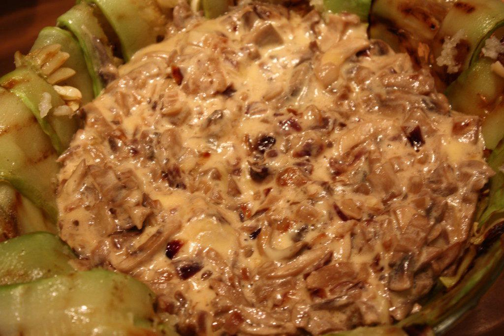 Запеканка с грибами и сыром на подушке из кабачков