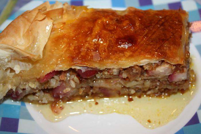 Домашняя пахлава из теста фило с яблоками и лавандовым сиропом