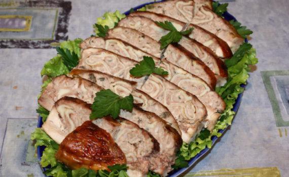 Курица, фаршированная блинами с мясом