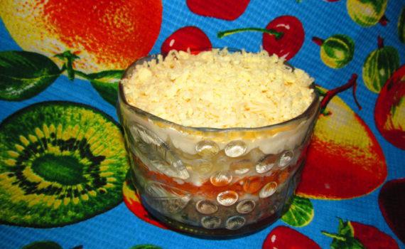 Салат Мимоза с консервой и плавленым сыром