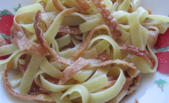 Жареная лапша на сковороде